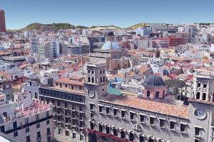 Imatge d'Alacant amb l'Ajuntament en primer pla