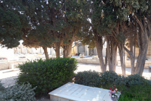 Tumba del Pintor Gastón Castelló en el Cementerio Municipal
