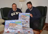 Representantes de la Escudería Mediterráneo, con el cartel del Slalom