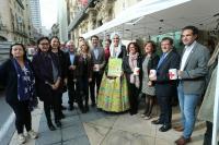 El alcalde de Alicante acude a la Mesa de Donaciones de Cruz Roja en el Día de la Banderita