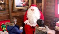 Las familias que visiten la casa de Papa Noel podrán hacerse fotos con los móviles