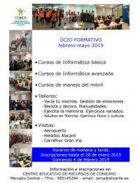 Uno de los carteles con actos del centro CERCA, de la concejalía de Comercio y Consumo