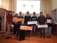 El edil de Juventud, Israel Cortés, entrega los premios de los concursos de cómic, relato corto y música joven