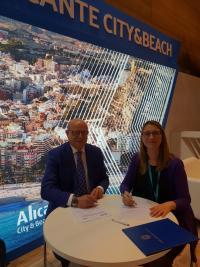 Momento de la firma en Fiutr del acuerdo de colaboración entre Movelia y el Ayuntamiento de Alicante
