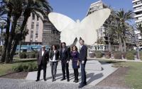 La escultura 'La Mariposa' de Manolo Valdés ya luce en su nueva y definitiva ubicación, la Plaza de Galicia