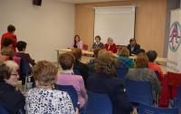 Intervención de Marisa Gayo, junto a las presidentas de las Amas de casa de Alicante, de la Federación Lucentum y de varias agrupaciones de la provincia