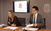 Mari Carmen de España e Israel Cortés durante la rueda de prensa posterior a la Junta de Gobierno