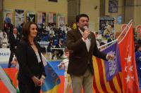 El alcalde se dirige al público para darle la bienvenida a Alicante