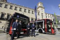 El alcalde presenta los primeros cinco autobuses híbridos-eléctricos de Alicante