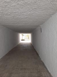 El Ayuntamiento rehabilita el paso inferior de la Albufereta para facilitar el acceso a la playa