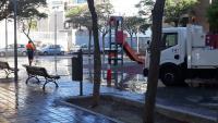 El Ayuntamiento  pone en marcha la nueva programación de limpieza en la calle General Espartero con un barrido y baldeo a fondo