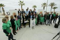 El alcalde invita a los jóvenes a disfrutar de una Santa Faz saludable en la Fiesta del O,O organizada por el Ayuntamiento en la playa