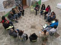La familias participantes en el programa Hogares Verdes durante una de las sesiones.