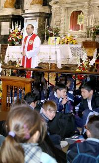 Los escolares realizan la peregrina escolar a Santa Faz.