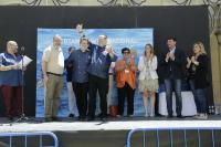 El ganador, en el centro, recibe el plauso del alcalde, concejala de Turismo, miembros del Jurado y de los representantes de las asociaciones de restaurantes