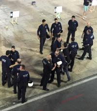 El Ayuntamiento pone en marcha un dispositivo nocturno de coordinación de tráfico y seguridad con la Policía Local de Alicante para el traslado de la hoguera Oficial y las especiales.