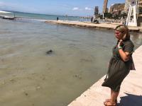 Mari Carmen Sánchez, en la playa de La Albufereta