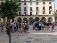 Cruceristas, en la Plaza del Ayuntamiento de Alicante