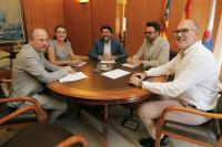 Un instante de la reunión mantenida en Alcaldía del Ayuntamiento de Alicante