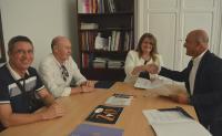La concejala Julia Llopis y los representantes del Club Montemar firman el acuerdo