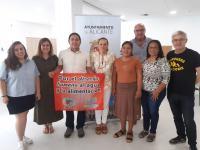 María Conejero, con los representantes de las asociaciones salvadoreñas