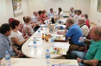 La concejala Julia Llopis atiende a los representantes de las directivas de los Centros de Mayores de Alicante