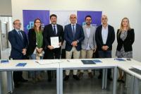 El rector de la Universidad de Alicante, Manuel Palomar, junto al alcalde de Alicante, Luis Barcala y demás miembros del equipo municipal