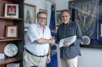 El Concejal de Fiestas, Manuel Jiménez, junto a Alfredo Llopis, presidente de la Junta Mayor de la Semana Santa alicantina