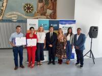 La concejala de Turismo y vicealcaldesa de Alicante, Mari Carmen Sánchez, con algunos de los premiados