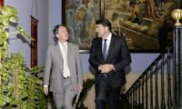 El alcalde, con el embajador belga