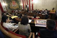 Un momento del Pleno juvenil de hoy, con el alcalde Luis Barcala contestando a las cuestiones de los alumnos