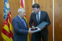 El alcalde, con el embajador armenio