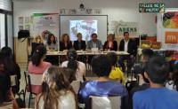 La concejala de Consumo, Lidia López, durante una charla con todos los participantes del proyecto