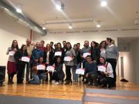 La concejala de Empleo y Fomento, Mari Carmen de España, junto a los participantes en los Talleres de Inteligencia Emocional