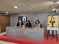 El edil de Cultura, Antonio Manresa, la diputada de Cultura de la Diputación, Julia Parra, y la subdirectora del Teatro Principal, Mª Dolores Pad...