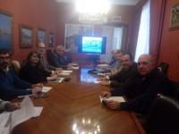 Imagen de la reunión con las Juntas de Distrito en la presentación del proyecto para revalorizar el Castillo Santa Bárbara