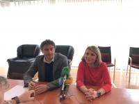 La concejala de Turismo y vicealcaldesa de Alicante, Mari Carmen Sánchez, y el secretario autonómico de Turismo, Francesc Colomer