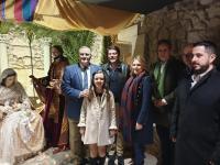 """El alcalde y la vicealcaldesa en la inauguración de """"El Portalet de Belén"""""""