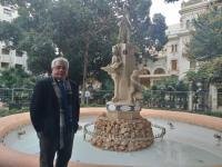 El concejal de Cultura, Antonio Manresa, junto a la fuente de la Aguadora