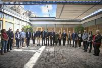 El alcalde de Alicante, Luis Barcala, junto al presidente de la Generalitat, Ximo Puig, y gran parte de la corporación municipal