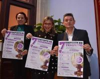 Mari Carmen Sánchez, María Conejero y José Luis Berenguer, con el cartel de la jornada