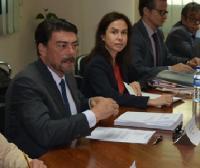 El alcalde, en una pasada reunión con representantes de empresas alicantinas