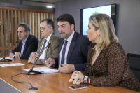 El alcalde de Alicante, Luis Barcala, junto a la vicealcaldesa, Mari Carmen Sánchez; el concejal de Fiestas, Manolo Jiménez, y el presidente de la Junta Mayor de Hermandades y Cofradías, Alfredo Llopis