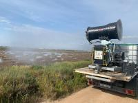 Cañones pulverizadores de largo alcance en la campaña de tratamiento contra los mosquitos