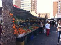 Uno de los mercadillos de fruta en Alicante