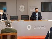 El alcalde de Alicante, Luis Barcala, y el presidente de la CEV en la provincia, Perfecto Palacio, en la reunión de la comisión público-privada ...