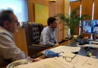 El alcalde y el concejal Manuel Jiménez, durante la reunión telemática sobre las Hogueras