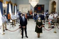 El alcalde de Alicante, Luis Barcala, y la vicealcaldesa y máxima responsable del área turística, Mari Carmen Sánchez, en la presentación de l...