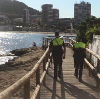 Agentes de la Policía Local en la playa