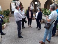 Julia Llopis con Mónica Oltra en su visita al CATE La Florida